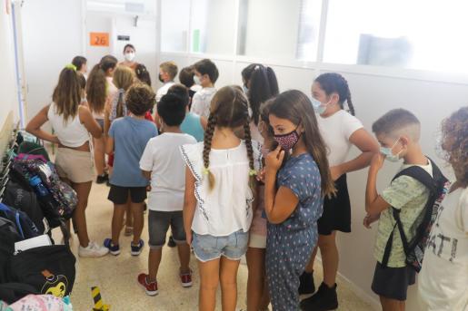 Alumnos de Ibiza al volver al cole este septiembre.