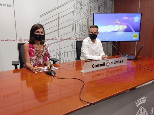 Naihara Cardona y Mariano Juan durante la rueda de prensa de este jueves en la sede del Consell de Ibiza.