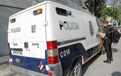 Un furgón de la Policía Nacional en Ibiza.