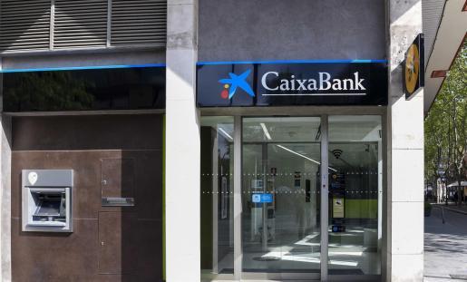 Archivo - Una oficina de CaixaBank. - CAIXABANK - Archivo