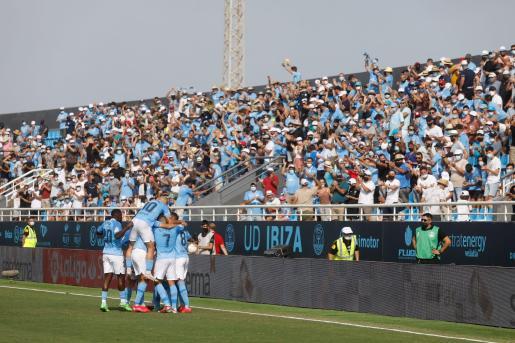 Celebración del primer gol del partido de la UD Ibiza contra el Burgos.