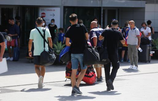 Pasajeros en el aeropuerto de Ibiza el pasado mes de agosto.