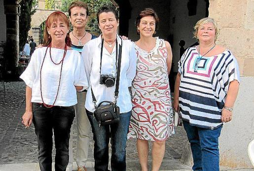 Rossi Martínez, Julia Fuster, Marijo Fernández, Carmen Ramis y Magdalena Sard.