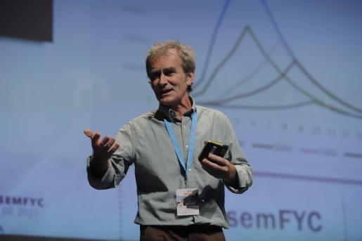 Imagen de Fernando Simón durante la ponencia.