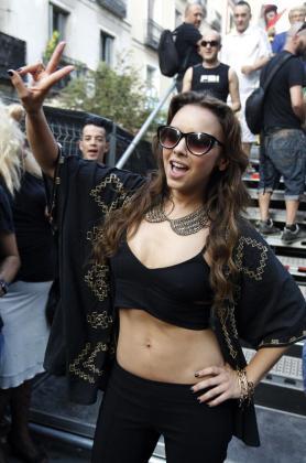 La cantante Chenoa ofreció un concierto en Chueca.