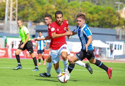 Marquitos se marcha en velocidad de un defensor del Espanyol B.