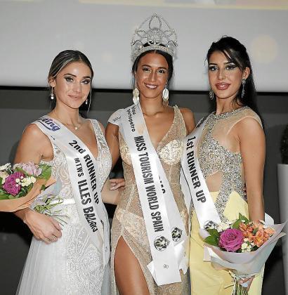 La ganadora junto a sus dos damas, Miss Valencia y Miss Illes Balears.