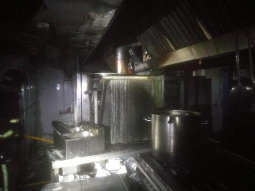 Así ha quedado la cocina del restaurante afectado.