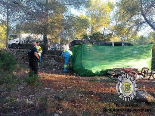 Asentamiento ilegal desmantelado en Sa Talaia de Sant Antoni.