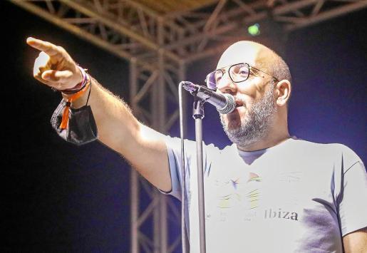 Javier Ajenjo, dirigiéndose al público en el Sonorama Ribera goes to Ibiza que se celebró el primer fin de semana de este mes.