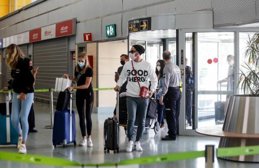 Desde el día 15 se eliminan las restricciones de acceso a los aeropuertos.
