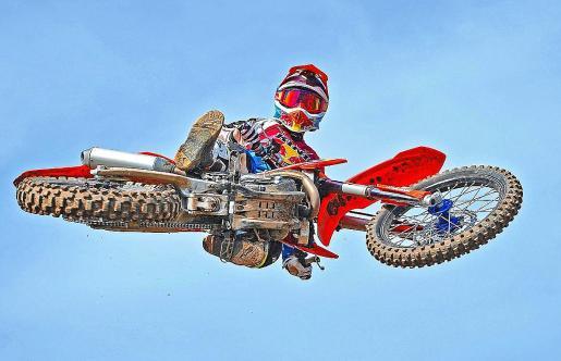 El piloto ibicenco Dani Curreu, en acción sobre su moto.
