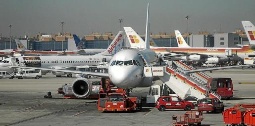 La atención en tierra a aviones y pasajeros cuenta con operadores en las tres islas.