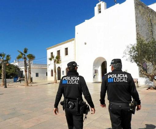 Policías locales en Formentera.