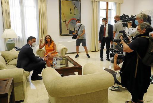 Imagen de archivo de un encuentro entre Pedro Sánchez y la presidenta Francina Armengol en el Consolat de Mar.