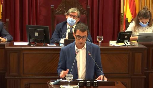 El conseller de Fondos Europeos, Universidad y Cultura, Miquel Company, durante una intervención en el Parlament balear.