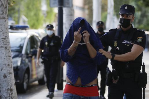El detenido, al entrar en los Juzgados de Ibiza.