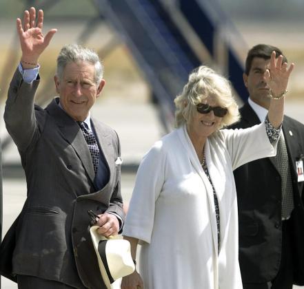 Los príncipes de Gales, que van a convertirse en abuelos dentro de unos días, en una foto de archivo.