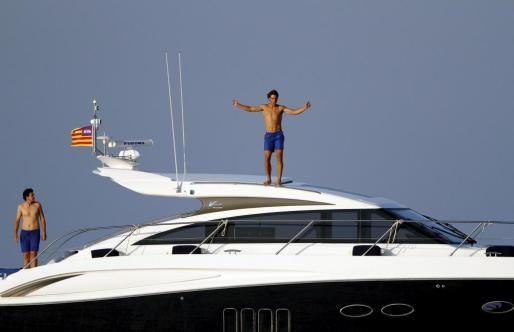 Rafa Nadal, en lo alto de su nuevo yate.