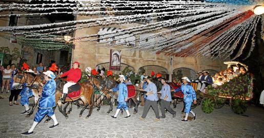 Valldemossa celebra el desfile del Carro Triunfal en honor a Santa Catalina Thomàs.