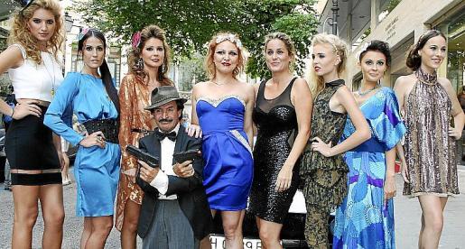 Andrea Muntean, Marita Márquez, Estela Latre, Icon Zar, Rosa Vanrell, Kylie van Beek, Victoria Frolova y Paula Bublay, con Manolito de Teba.