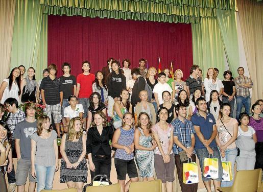 Foto de familia de los participantes en la edición del concurso del año 2010.