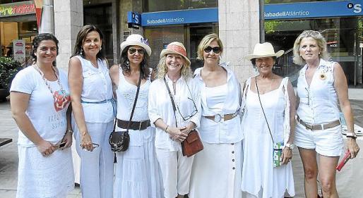 Lluc Alemany, Mila Cerdó, Ana Belén Soler, Merche Puchol, María Jesús Alonso, Alicia Balsalobre y Toya de la Vega.