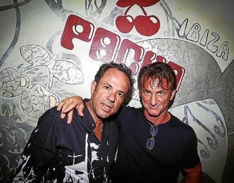 Sean Penn juanto al director general de Pachá, Francisco Ferrer, en la fiesta Pure Pachá.