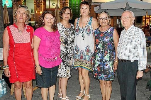 Margalida Artigues, Maria Toms, Maria Garcia Company, Lola Oliver, Isabel Got y Emilio Blanco.