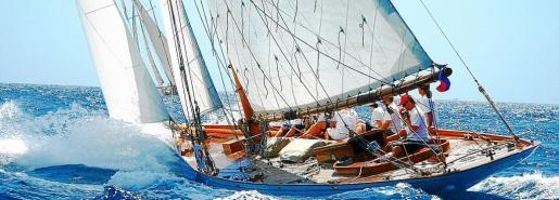 En el trofeo Almirante Conde de Barcelona participan barcos de época.