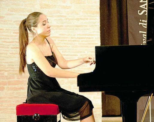 Renata Benvegnú, durante un recital de piano solo.
