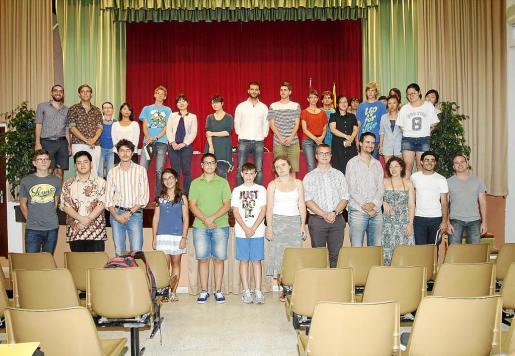 Imagen de los participantes que estuvieron presentes en la inauguración del concurso.