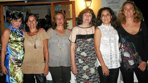 Eugenia Planas, María Oliver, Carmen Picornell, Esperanza Morey, Antonia Plovins y Gari Massanet.