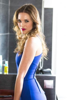 La modelo Helen Lindes, posando para una campaña de Avon.