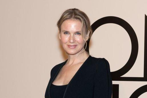 Renée Zellweger apareció en un evento de moda con su nuevo rostro.