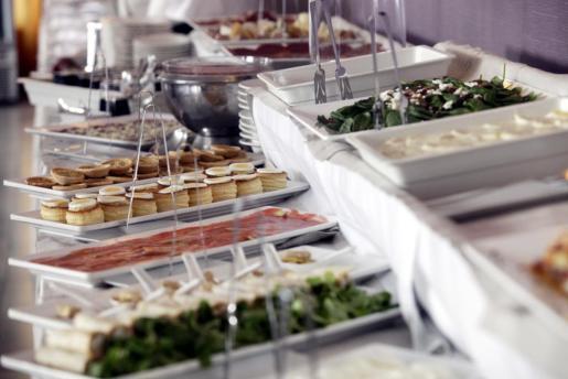La variedad de platos en el brunch y el buffet nocturno es enorme
