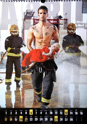 Las fotografías del calendario 2014, realizadas por nuestra compañera Núria Rincón, simulan algunas escenas del trabajo que realizan los bomberos, con un sutil y elegante toque erótico, pero tambien maternal y lleno de sentimientos.