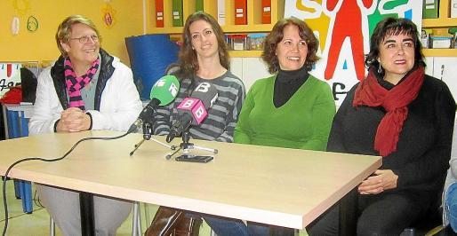 Los miembros de Apfem y de Apnab durante la rueda de prensa de ayer.