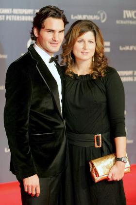 Fotografía de archivo fechada el 18 de febrero de 2008 que muestra al tenista suizo Roger Federer (i) y a su novia, la tenista suiza de origen eslovaco Miroslava 'Mirka' Vavrinec.