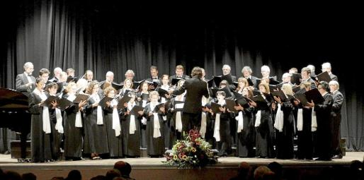 El Cor Ciutat d'Eivissa, durante una actuación celebrada el pasado mes en Can Ventosa.
