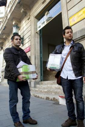 Marc Tur e Ignacio Landaburu, esta mañana haciendo entrega de las alegaciones.