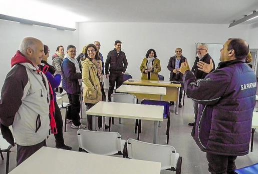 Imagen de la reunión que tuvo lugar ayer entre el Consistorio y los clubes deportivos.