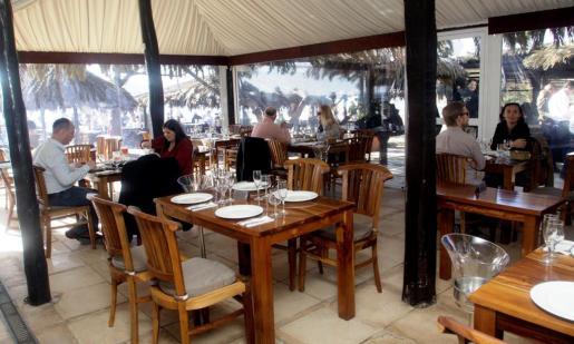 En sus salas interiores se puede disfrutar de la excepcional gastronomía del restaurante cuando el clima no acompaña