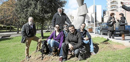 Josep Benedicto y Joan Lacomba. Sentados: Cristina Danecek, Francesc Lacomba Gomila, Tomeu Moll y Miguel Ángel Lacomba Seguí.