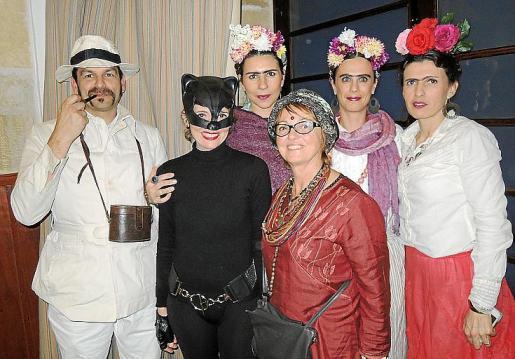 Toni Cánaves, Cati Capellà, Aina Cifre, Joana Maria Salas, Maria Mestre y Cata Gelabert.