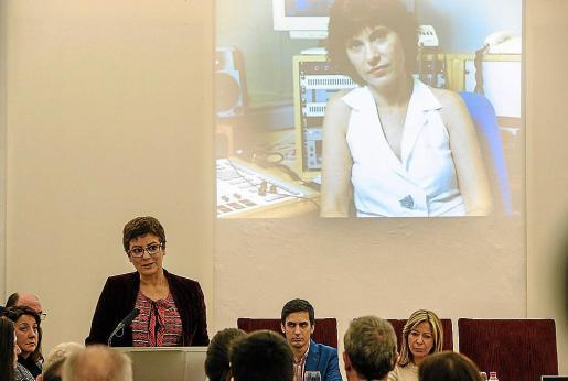 La escritora Ángeles Caso durante su intervención, ayer, en la Sala Capitular.