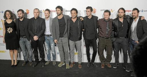 El equipo de 'Dioses y Perros' flanquea a David Marqués (tercero por la izquierda), en la presentación del Festival de Málaga en Madrid.
