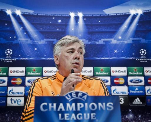 El entrenador del Real Madrid, Carlo Ancelotti, durante la rueda de prensa tras el entrenamiento que ha realizado hoy la plantilla en la Ciudad Deportiva de Valdebebas.