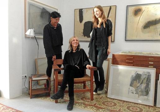 Cati Verdera, Kristin Schönenberg y Laura Käding, ayer, en el Apartamentito de Eivissa.