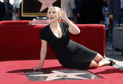 Kate Winslet, durante la inauguración de su estrella en el Paseo de la Fama de Hollywood.